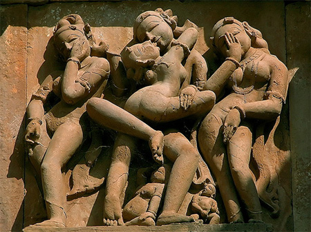 Erotic sculptures at Khajuraho | Photo: olopez